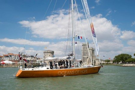 Oceans of Hope arrives in La Rochelle OB4 0873