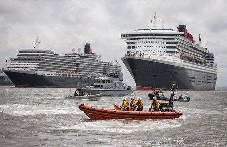 Jan16-RW-RNLI New Brighton - 3 Queens-1213